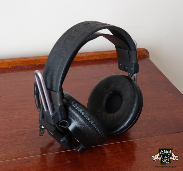 Wireless Bluetooth Headphones Image 4